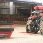 bale lifter and unroller